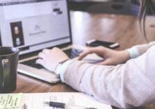 Studera online med laptop